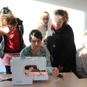 atelier technique proposé par Alice: réalisation d'une boutonnière
